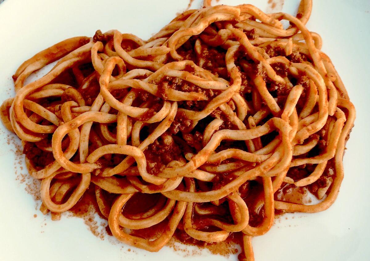 Pici - Maremma-Toszká tészta a javából-Olasz vöröborral tálalva tökéletes